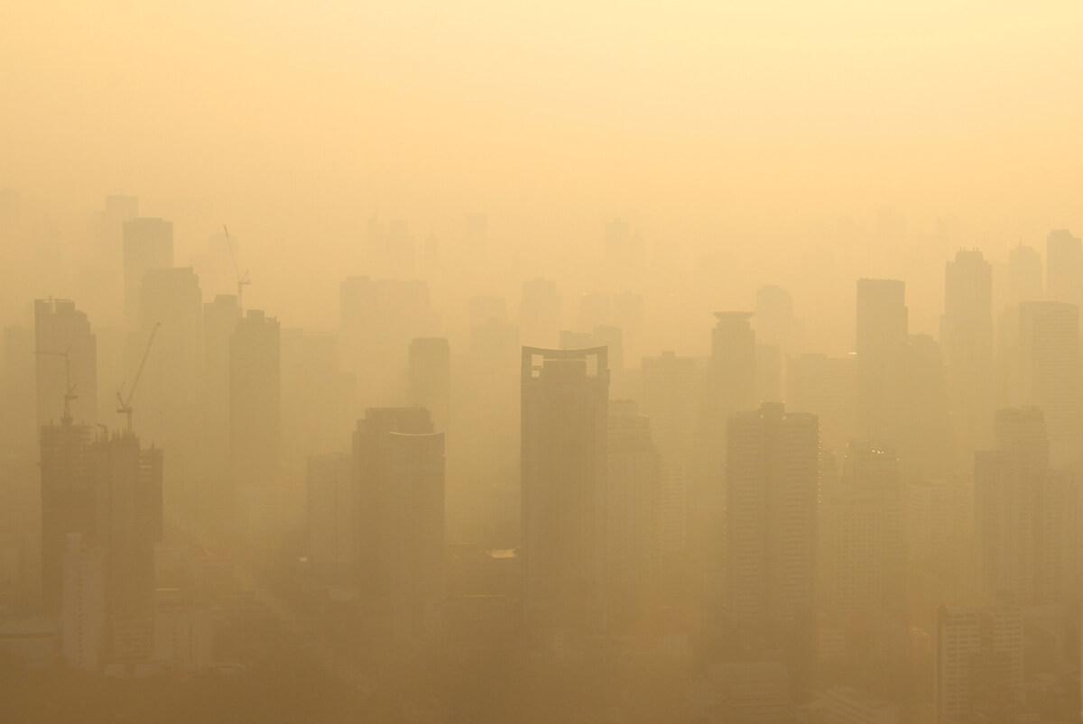 Смог - замърсен въздух в индустриалните райони на градове, държави, континенти.