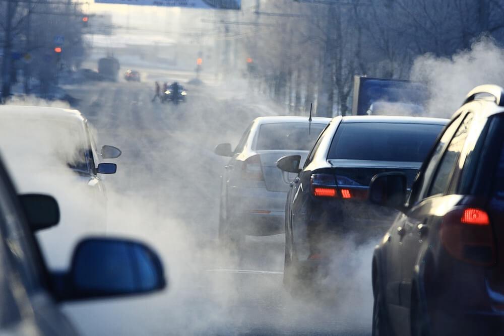 Замърсяване на въздуха от отработени автомобилни газове.