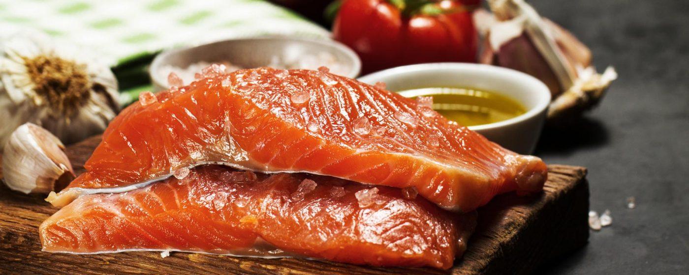Порция риба, чесън, зеленчуци и др.