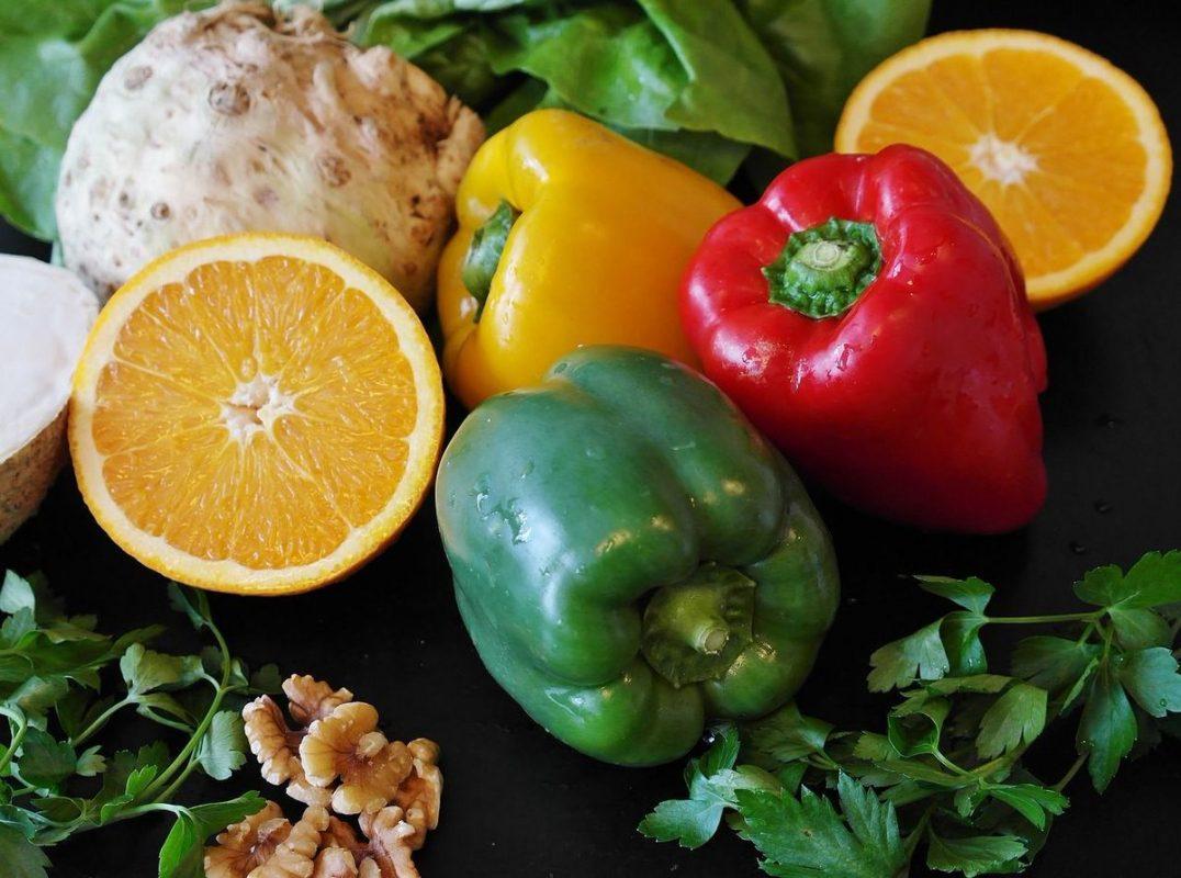Снимка на плодове, зеленчуци, коренни растения, цитруси.