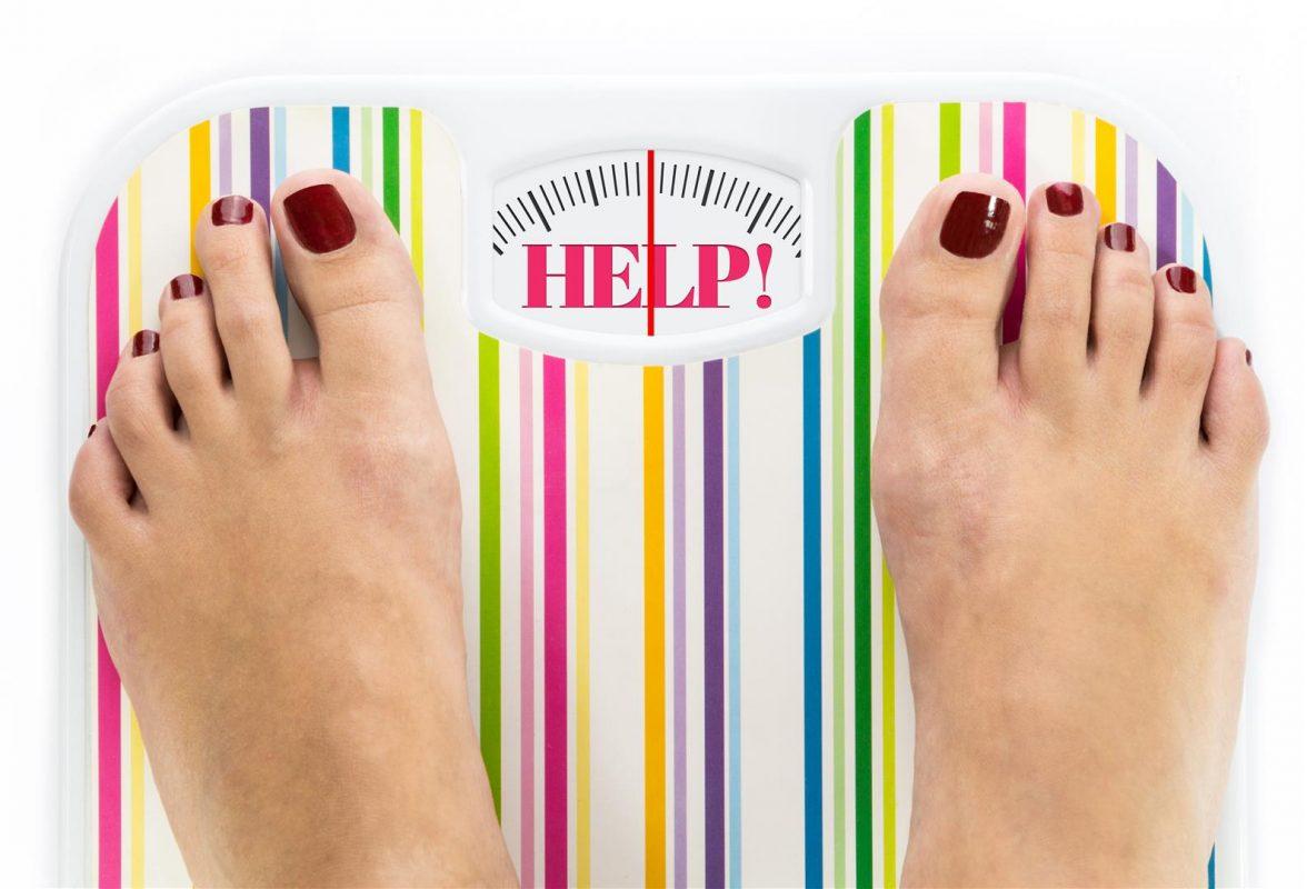 """Кантар с надпис """"Помощ"""" - показва наднормено тегло"""