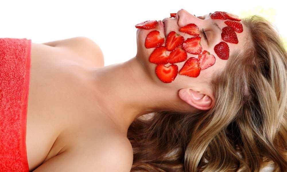 Ягоди за козметична маска на кожата.