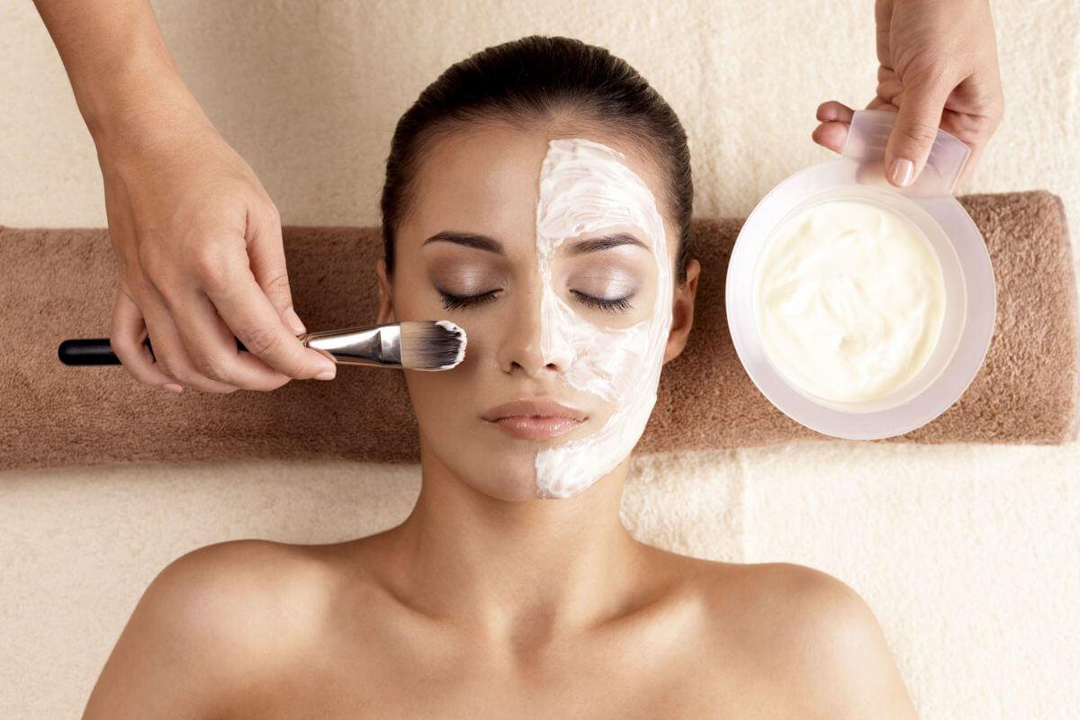 Козметична маска за лице с кисело мляко
