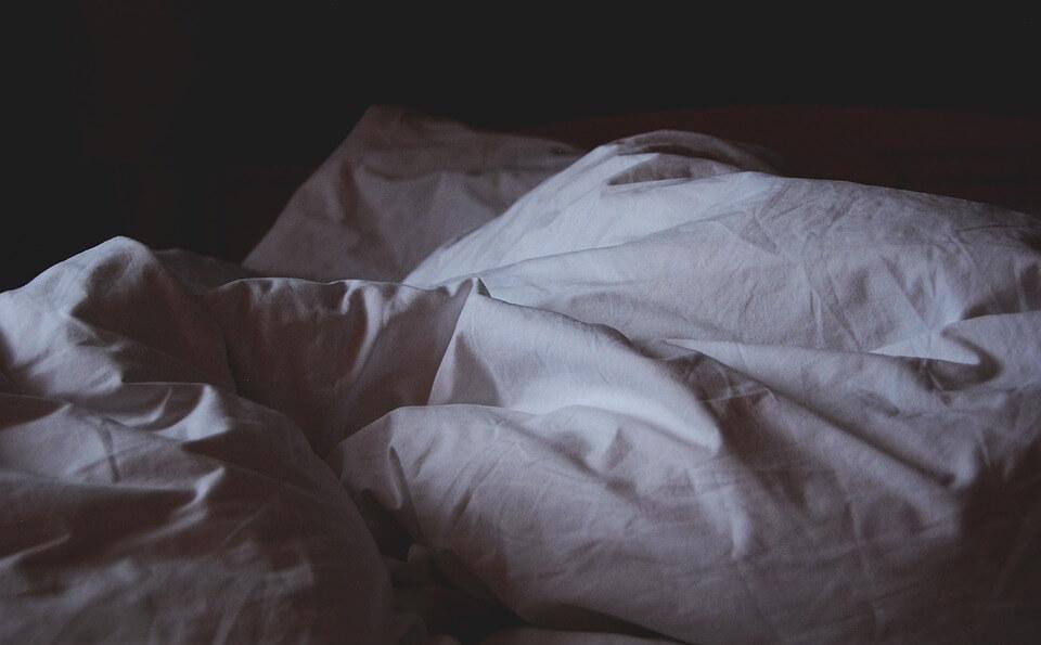 Безсъние и празно легло - проблем на различни поколения.