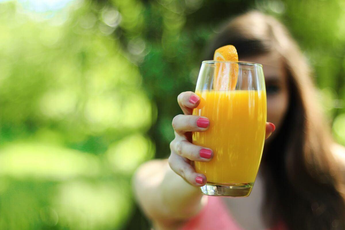 Фреш - сок от прясно изцедени плодове след празнично гощаване