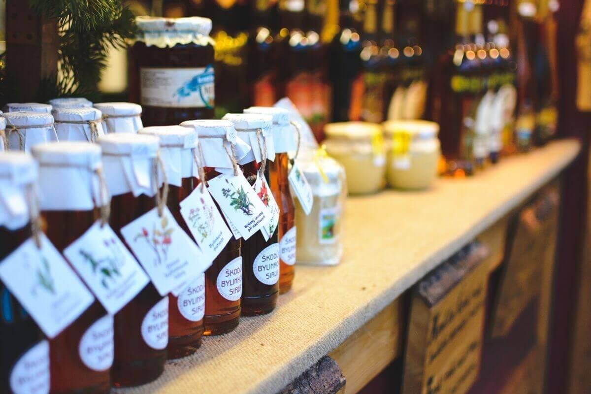 Едни от най ефективните средства при лечение на кашлица са билковите сиропи.