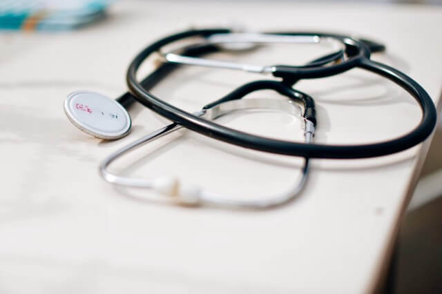 За лечение на влажна кашлица са необходими лекарства за отделяне и изхвърляне на секрета.