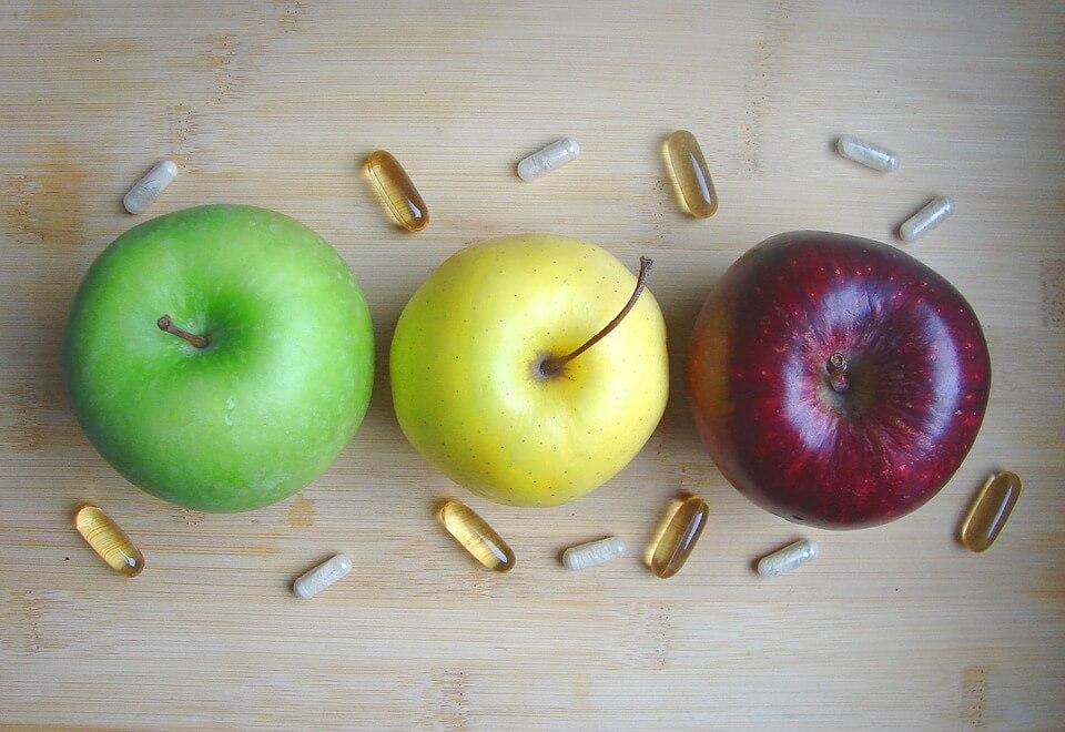 Ябълките и други пресни плодове осигуряват нужните витамини на организма и поддържат имунитета.
