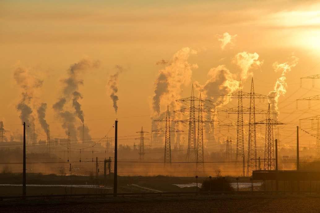 Замърсеният въздух от индустриалните предприятия влошава здравето на дихателните пътища.