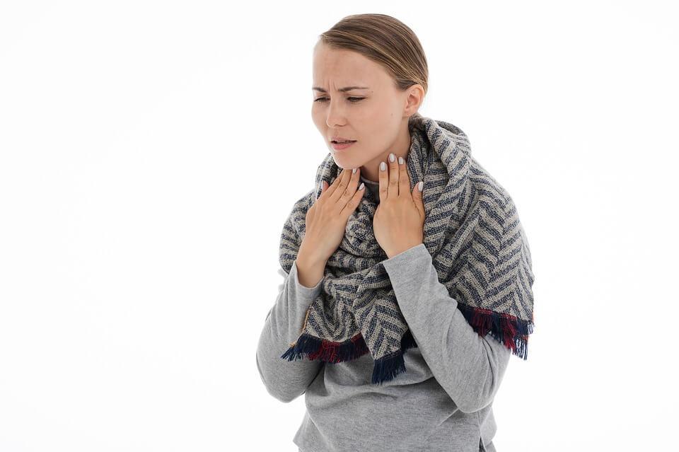 Наличието на кашлица показва, че има възпаление на дихателните пътища.