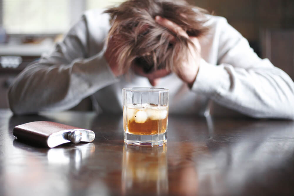 stresiran-mazh-alkohol